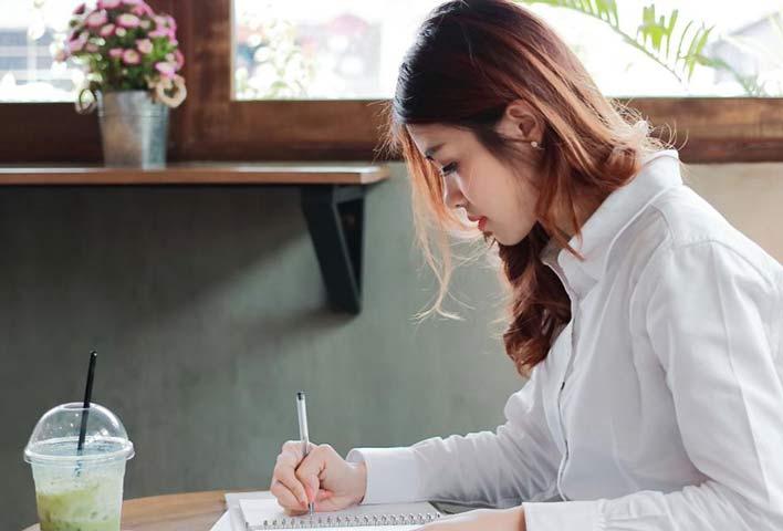 شخصیت درونگرا در نوشتن بهتر از سخن گفتن عمل می کند