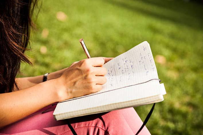 برای مقابله با استرس افکار خود را بر روی کاغذ بنویسید