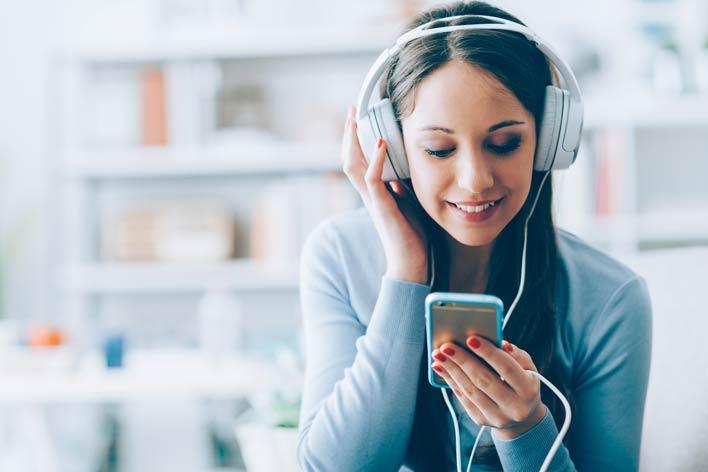 موسیقی گوش دهید