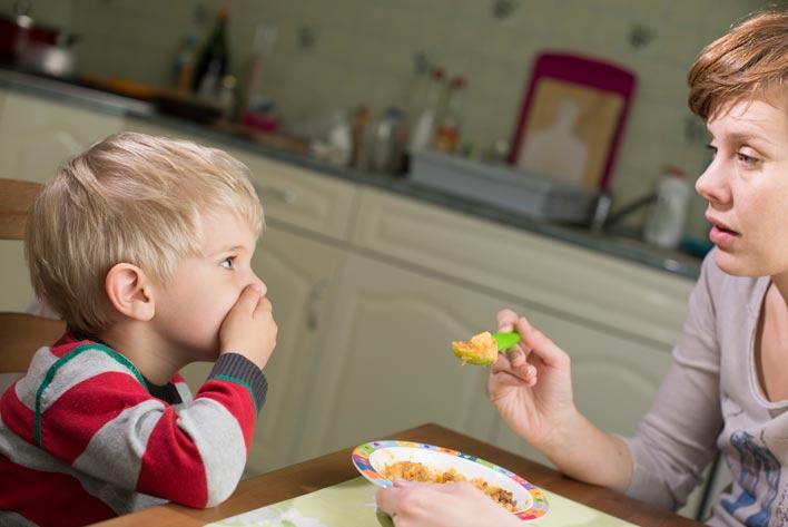 تاثیر رفتار والدین و نقش آنها در بی اشتهایی کودکان