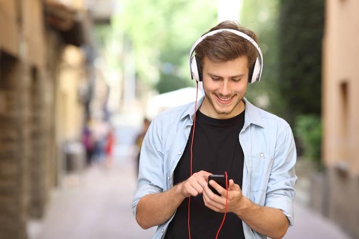 موسیقی های شاد و آرامش بخش گوش دهید