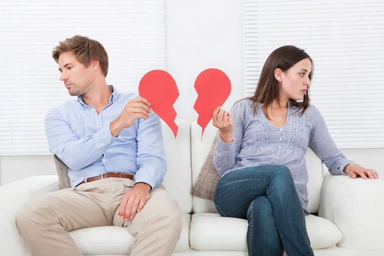 آسیب های جبران ناپذیر طلاق بر زن و مرد