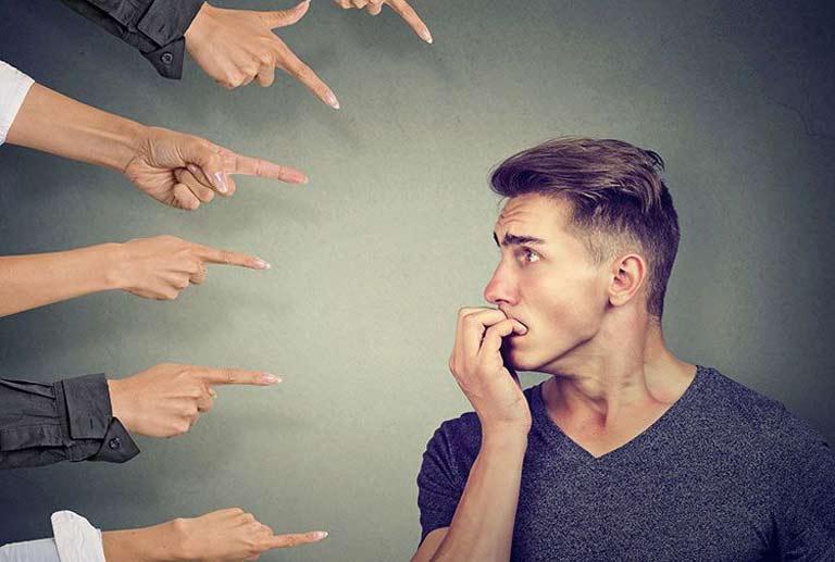 علائم اضطراب اجتماعی + راهکارهای درمان