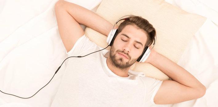 فواید گوش دادن به موسیقی قبل از خواب