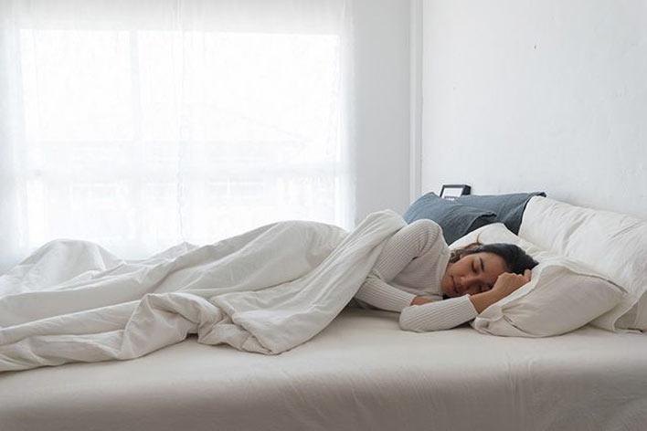 تاثیر استفاده از تشک و رختخواب مناسب در رفع بی خوابی شبانه