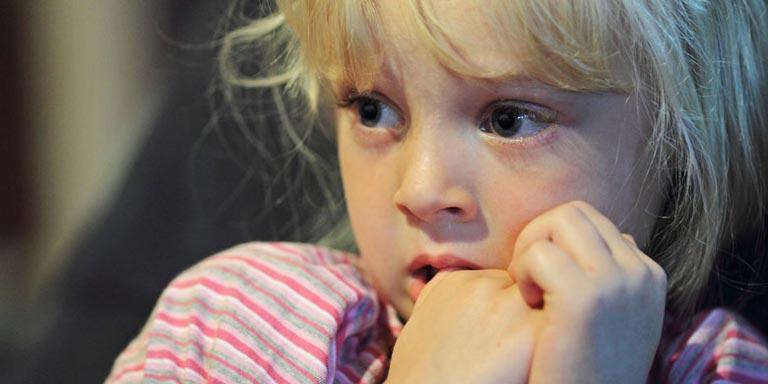 انواع ترس در کودکان و علائم و راه کارهای درمان آن