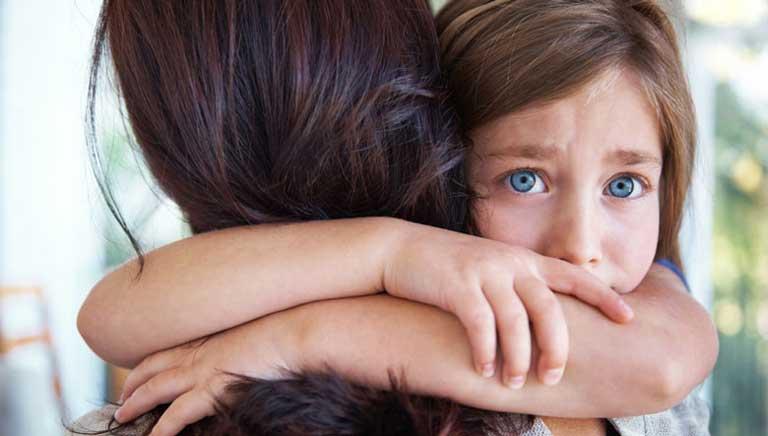 علت وابستگی کودک به والدین و راه های درمان آن