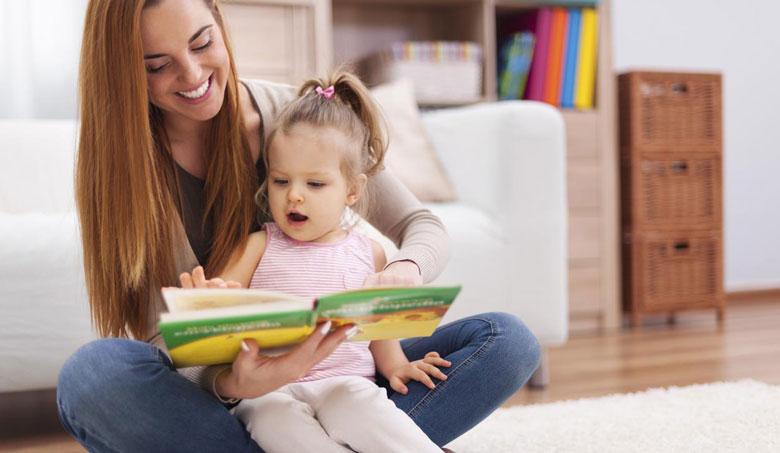 فردی که برای کودک کتاب می خواند می بایست به نکات ذیل توجه نماید: