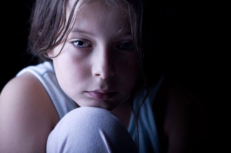 انواع کودک آزاری و علل آن