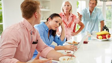 چگونه با خانواده همسر خود رفتار کنیم؟
