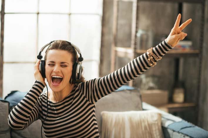 به موسیقی گوش کنید