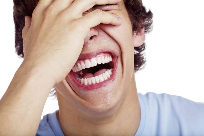 با تمام وجود بخندید