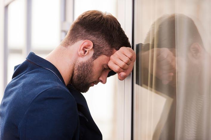 مهمترین علائم افسردگی در مردان چیست؟