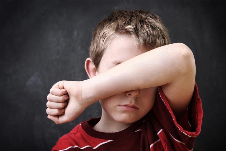 دلایل اصلی کمبود اعتماد به نفس در کودکان و ۱۰ راهکار برای بهبود آن