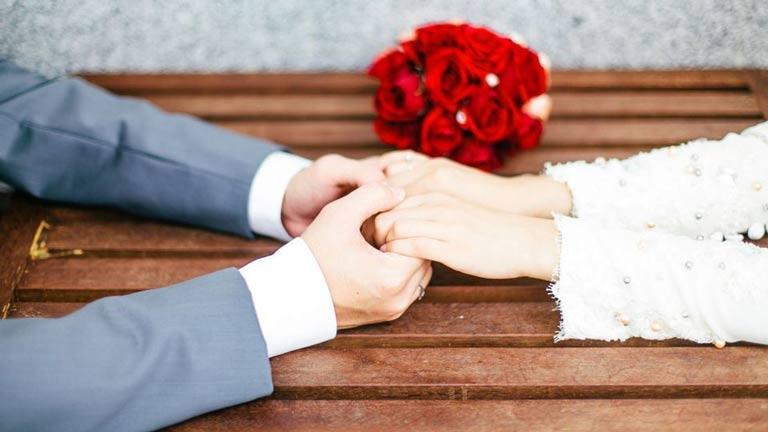 ازدواج زودهنگام دختران و پسران چه خطراتی دارد؟