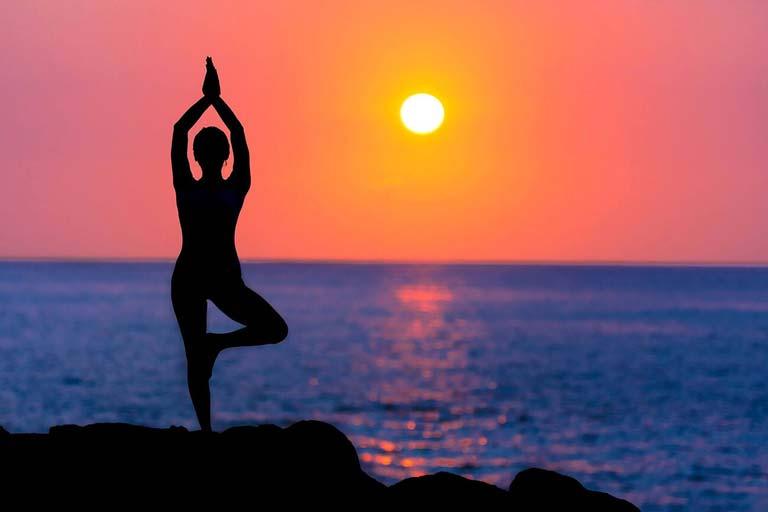 20 حرکت بسیار ساده ابتدایی ورزش یوگا | آموزش حرکات یوگا